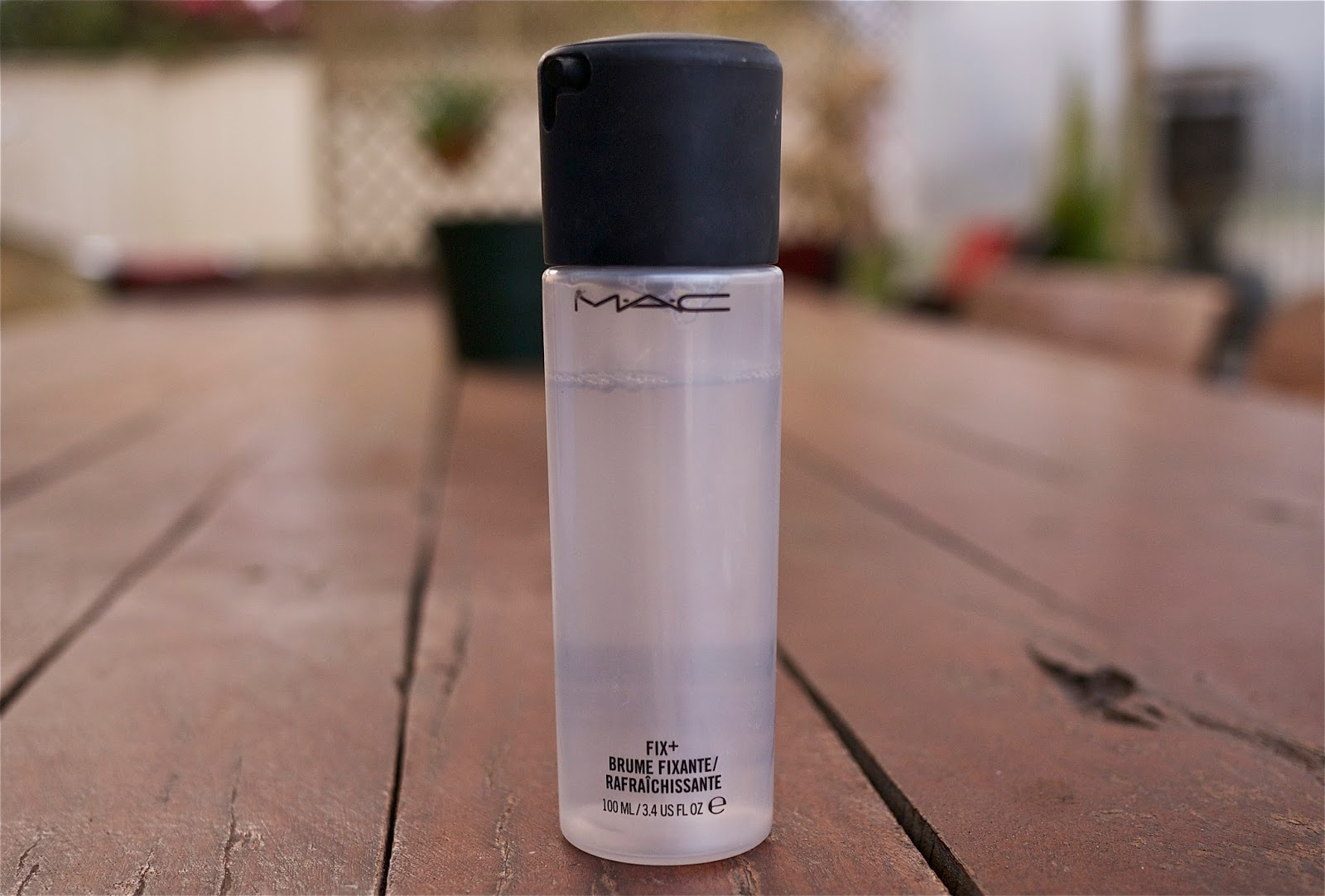 Laurina Machite South African Beauty Blogger makeup finishing and setting sprays mac fix plus